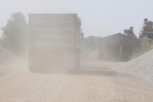 truck_in_dust